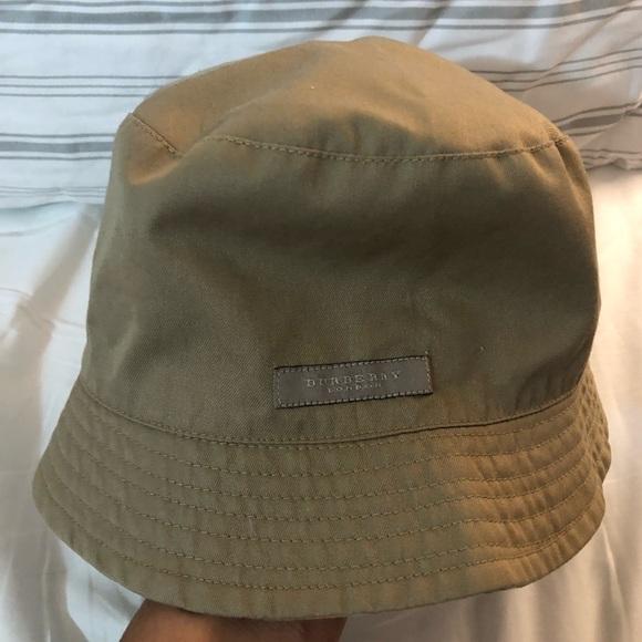 de54e09ec38 Burberry Accessories - Burberry bucket hat !